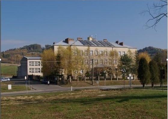 Zdjęcie budynku szkoły podstawowej w Bliznem