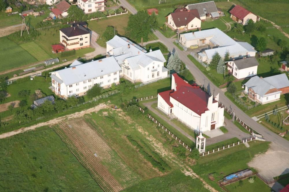 Zdjęcie kościoła parafialnego w Orzechówce