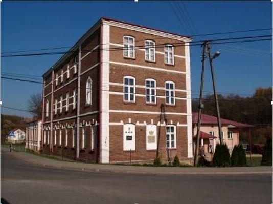 Zdjęcie budynku szkoły podstawowej w Orzechówce