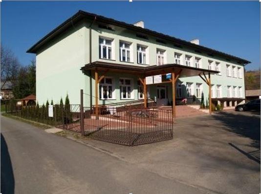 Zdjęcie budynku szkoły podstawowej w Woli Jasienickiej